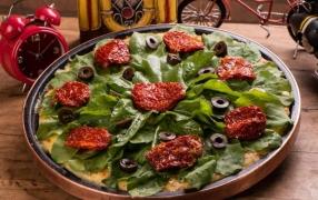PIZZA TOMATE SECO COM R�CULA